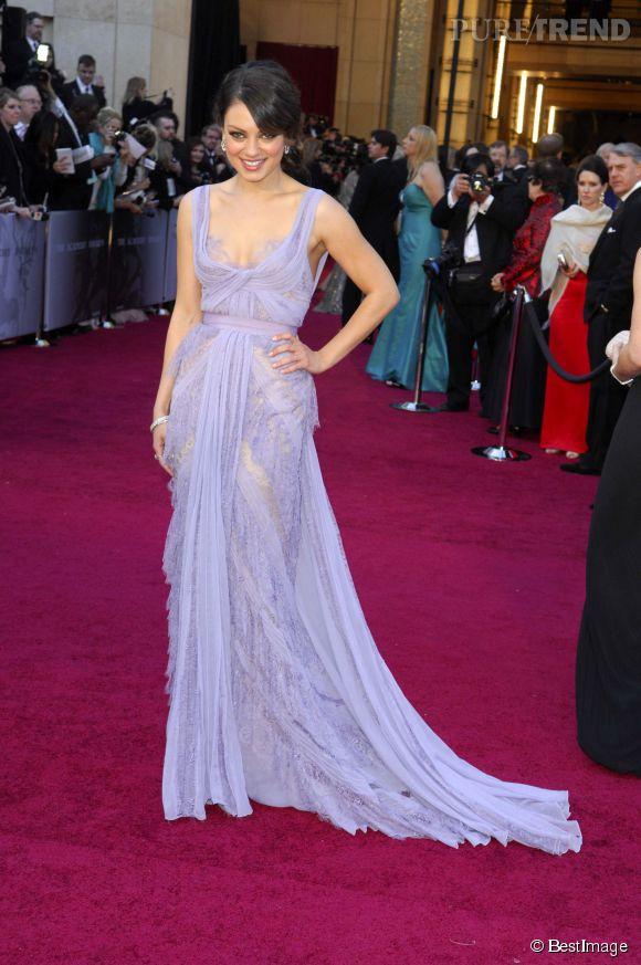 Mila Kunis en Elie Saab Couture lors des Oscars 2011.
