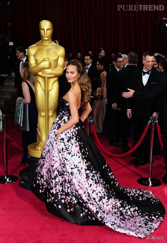 Chrissy Teigen en Monique Lhuillier lors des Oscars 2014.
