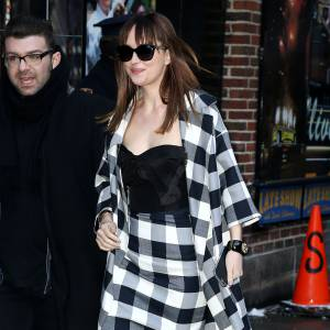 Dakota Johnson avait misé sur un look black & white.