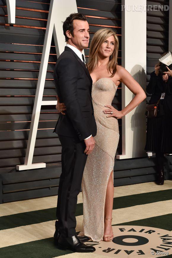 Justin Theroux et Jennifer Aniston en Atelier Versace et bijoux Fred Leighton lors de la soirée post Oscars organisée par  Vanity Fair  le 22 février 2015 à Los Angeles.