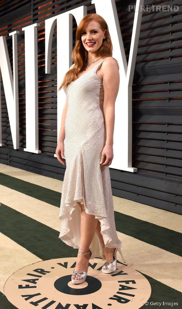 Jessica Chastain en H&M Concsious Collection, chaussures Jimmy Choo et bijoux Piaget lors de la soirée post Oscars organisée par  Vanity Fair  le 22 février 2015 à Los Angeles.