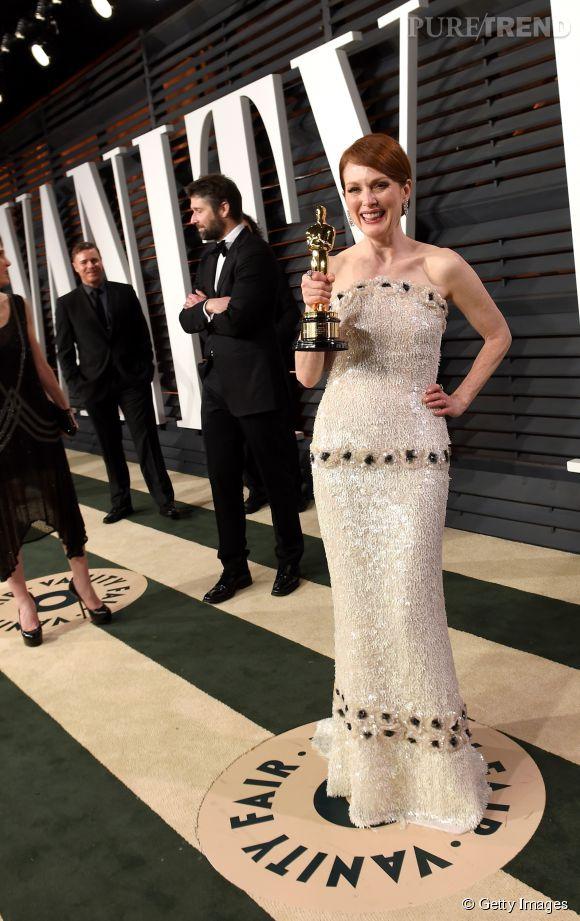 Julianne Moore en Chanel et bijoux Chopard lors de la soirée post Oscars organisée par  Vanity Fair  le 22 février 2015 à Los Angeles.