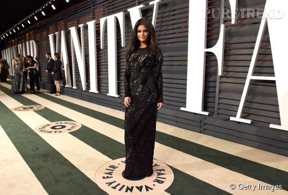 Selena Gomez en Louis Vuitton lors de la soirée post Oscars organisée par  Vanity Fair  le 22 février 2015 à Los Angeles.