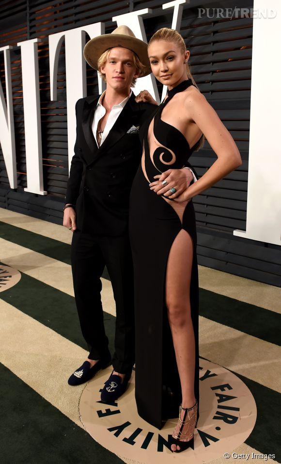 Cody Simpson et Gigi Hadid en Atelier Versace lors de la soirée post Oscars organisée par  Vanity Fair  le 22 février 2015 à Los Angeles.