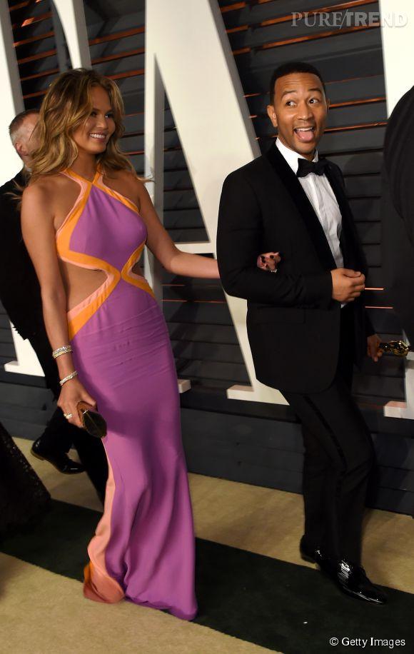 Chrissy Teigen en Emilio Pucci et John Legend lors de la soirée post Oscars organisée par  Vanity Fair  le 22 février 2015 à Los Angeles.