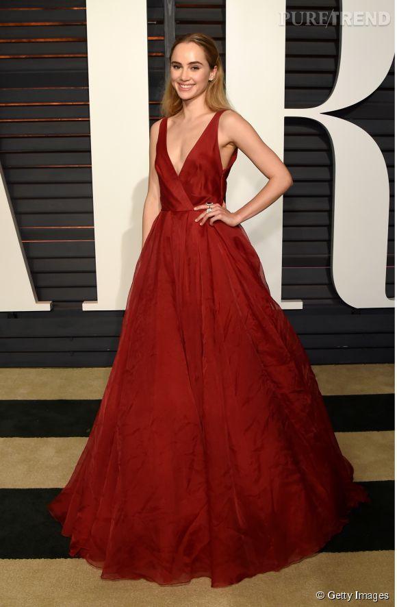 Suki Waterhouse en Burberry lors de la soirée post Oscars organisée par  Vanity Fair  le 22 février 2015 à Los Angeles.