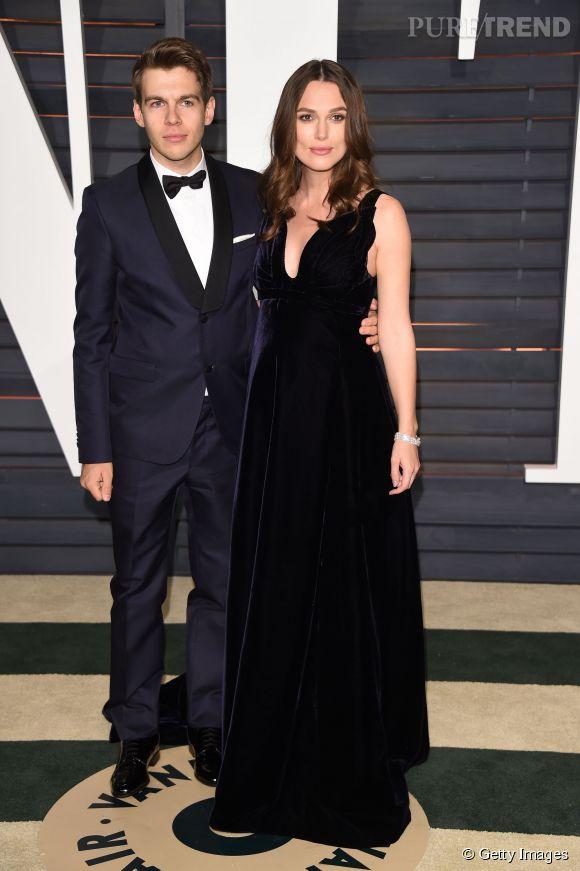 James Righton et Keira Knightley en Valentino Couture, chaussures et pochette Valentino et bijoux Chanel lors de la soirée post Oscars organisée par Vanity Fair le 22 février 2015 à Los Angeles.