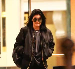 Kylie Jenner : le bombers et les bottes militaires à shopper