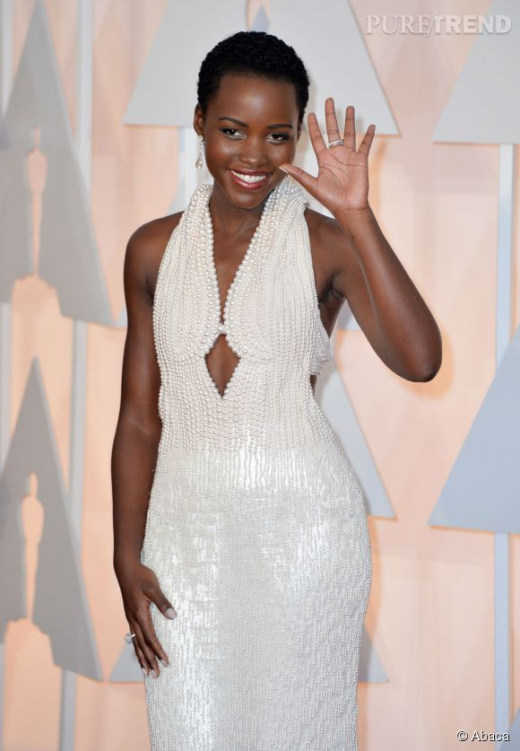 Lupita Nyong'o, sa robe à 150 000 dollars des Oscars 2015 dérobée dans sa chambre d'hôtel après la cérémonie.