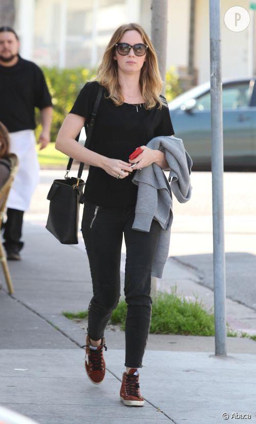 Emily Blunt, aussi stylée sur tapis rouge que dans la rue.