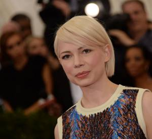 Michelle Williams sublime son carré frangé avec une couleur platine.