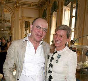 La coiffeuse Odile Gilbert avec le couturier Christian Lacroix lorsqu'elle a reçu la médaille de chevalier des Arts et des Lettres en 2006.