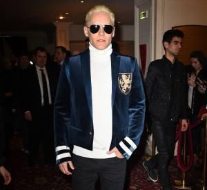 Jared Leto, méconnaissable en blond platine hier au défilé Balmain, à Paris.