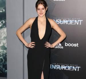 """Shailene Woodley sublimée par Ralph Lauren lors de la première de """"Divergente 2"""" à New York le 16 mars 2015."""