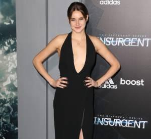 """Shailene Woodley très sexy dans sa robe fendue lors de la première de """"Divergente 2"""" à New York le 16 mars 2015."""