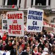 """Avec l'essor du collectif de la Manif pour tous, la discours """"pro-vie"""" a fait son retour dans les rues comme sur la Toile."""