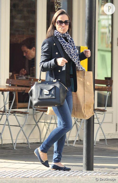 Pippa Middleton incarnation du casual chic dans les rues de Londres le 23 mars 2015.