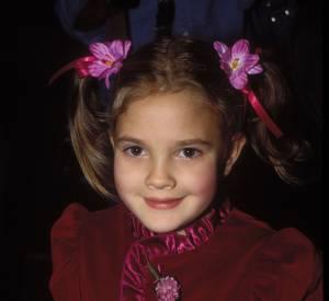 Drew Barrymore découvre la célébrité dès ses plus jeunes années.