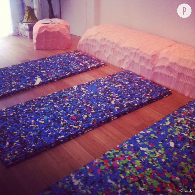les tapis de yoga color s de cl mence seilles. Black Bedroom Furniture Sets. Home Design Ideas