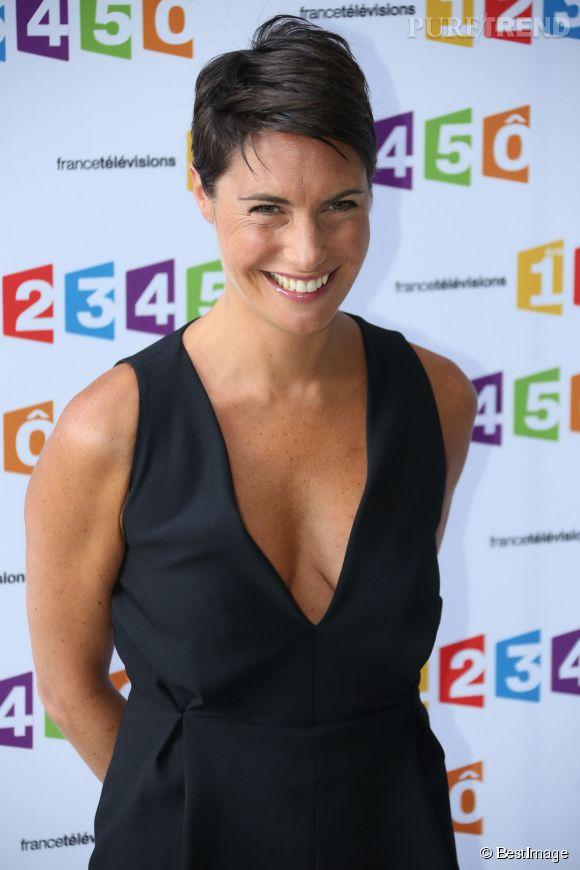 En 2012, Alessandra Sublet ose le décolleté mais avec des cheveux encore plus courts, elle reste élégante. On adore le contraste coupe garçonne et robe sexy !