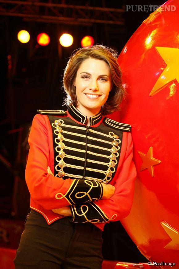 Alessandra Sublet est très glamour en 2007 dans son rôle de Monsieur Loyal. Les yeux sont charbonneux, le brushing tout en volume.