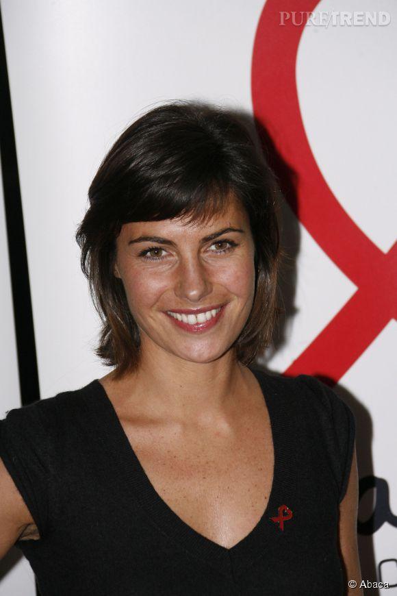 Coupe au carré et petite frange, Alessandra Sublet n'a jamais été plus classique qu'en 2008 pour le Sidaction. Charmante !