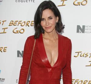Courteney Cox : robe rouge moulante et décolleté gonflé à bloc, la quinqua épate