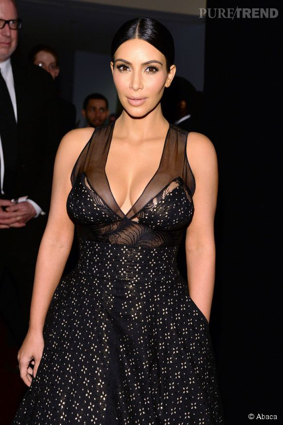 Kim Kardashian, la pro des décolletés XXL.