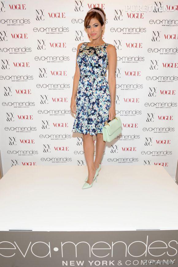 Eva Mendes multiplie les casquettes. Actrice, égérie, elle est aussi créatrice de mode pour sa propre ligne de vêtements !