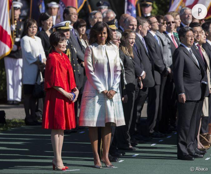 Michelle Obama Modeuse Avertie En Robe Et Manteau Originaux