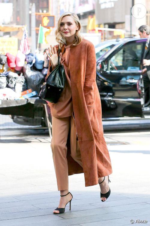 Elizabeth Olsen, ravissante dans son manteau terre de Sienne.