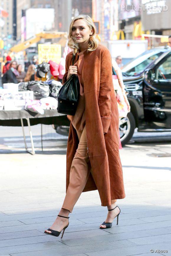 Elizabeth Olsen, une actrice qui a du style à revendre. Aperçue à New York, elle ose le total look orange.