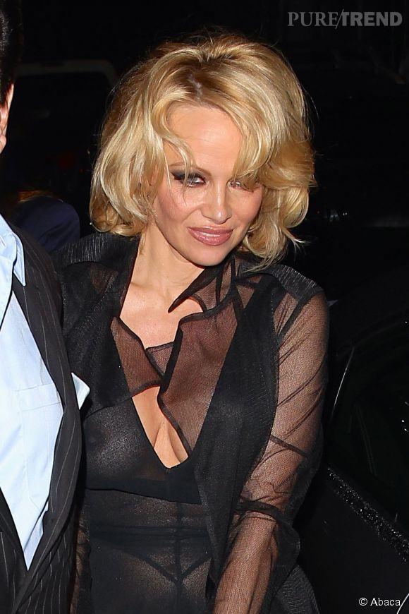 Pamela Anderson ne sera jamais Bree Van de Kamp... Elle sera pour toujours une bombe sexuelle portée sur le maquillage chargé et le blond artificiel.