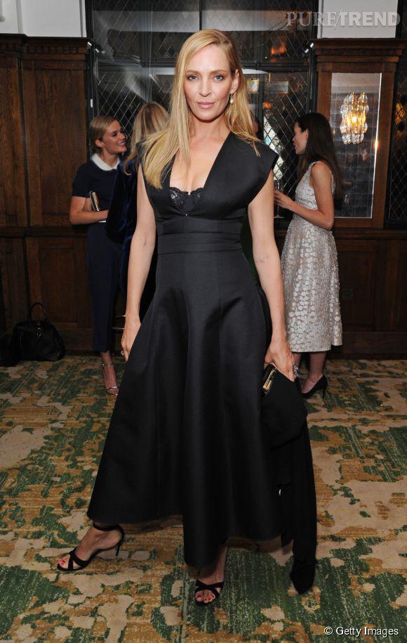Uma mise sur la lingerie apparente dans une robe noire Printemps-Eté 2015 Michael Kors.