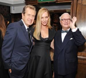 L'actrice est bien entourée avec le photographe Mario Testino et le créateur de chaussures Manolo Blahnik.
