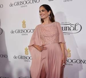 Eugenia Silva porte une robe Elie Saab et une parure De Grisogono lors de la soirée du joaillier à l'Eden-Roc, le 19 mai 2015.