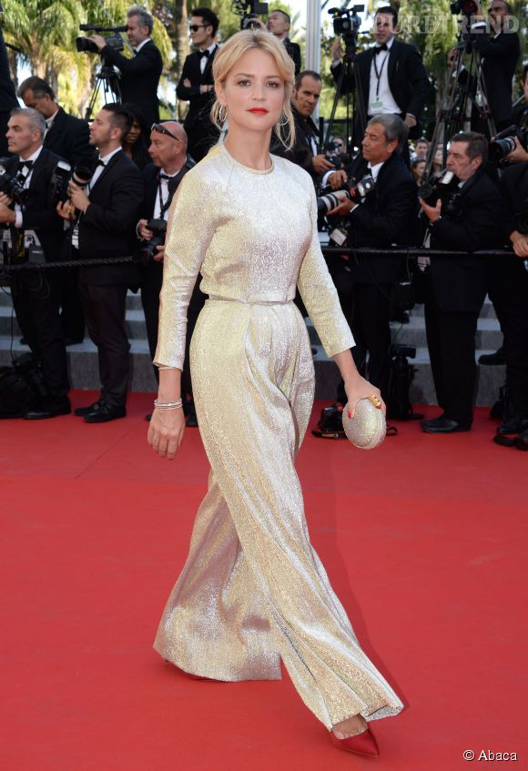 Virginie Efira dans une scintillante combinaison pantalon dorée à la 68ème édition du Festival de Cannes.