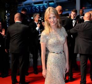 """Mélanie Laurent portait une robe Zuhair Murad et des bijoux Chaumet lors de sa montée des marches pour le film """"Vice Versa"""" lors de la 68ème édition du Festival de Cannes."""