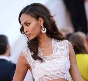 """Joan Smalls parée pa de Grisogono lors de la montée des marches de """"Youth"""" le 20 mai 2015 à Cannes."""