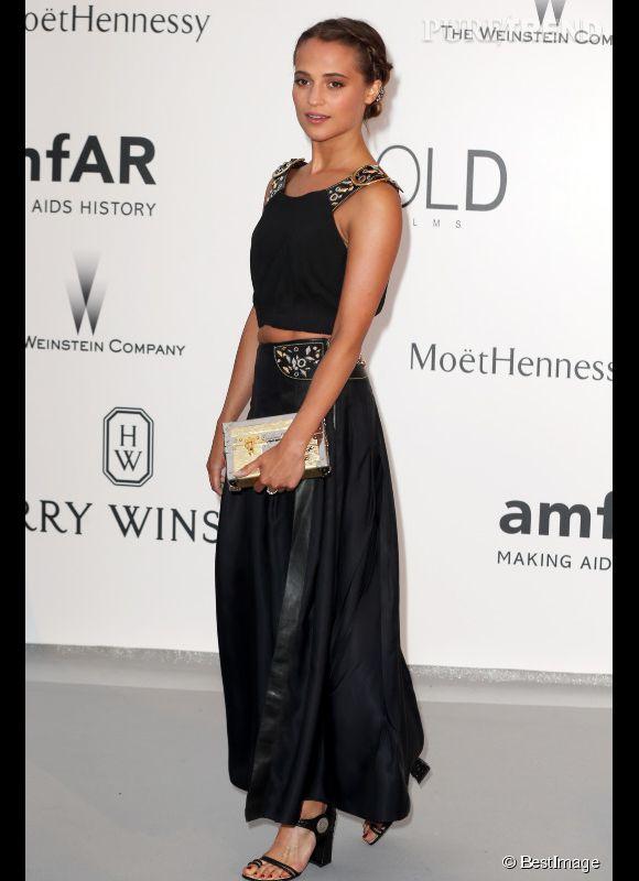 Alicia Vikander en Louis Vuitton au 22ème gala de l'amfAR Cinema against AIDS le 21 mai 2015 à Cannes.