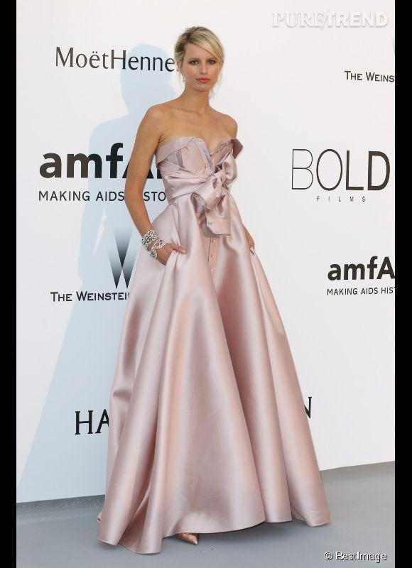 Karolina Kurkova en Alexis Mabille Couture et bijoux Harry Winston au 22ème gala de l'amfAR Cinema against AIDS le 21 mai 2015 à Cannes.