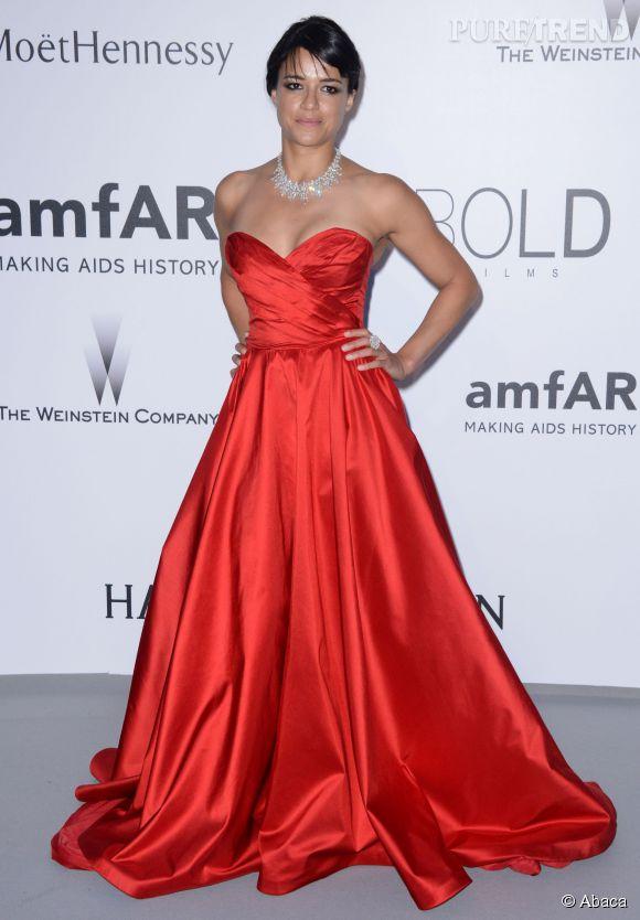 Michelle Rodriguez en Romona Keveza et bijoux Chopard au 22ème gala de l'amfAR Cinema against AIDS le 21 mai 2015 à Cannes.