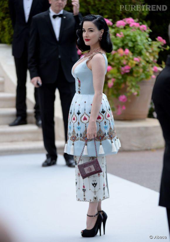 Dita Von Teese en Ulyana Sergeenko au 22ème gala de l'amfAR Cinema against AIDS le 21 mai 2015 à Cannes.