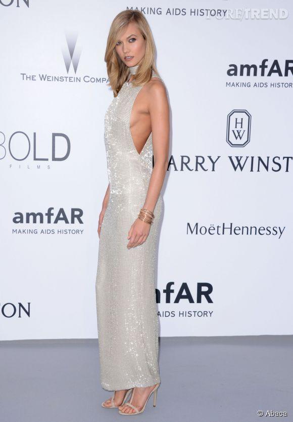 Karlie Kloss en Tom Ford, bijoux de Grisogono et sandales Jimmy Choo au 22ème gala de l'amfAR Cinema against AIDS le 21 mai 2015 à Cannes.