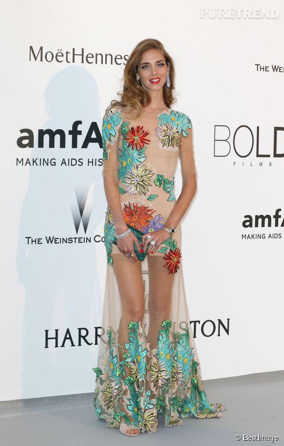 Chiara Ferragni en Blumarine, minaudière Swarovski et bijoux Boucheron au 22ème gala de l'amfAR Cinema against AIDS le 21 mai 2015 à Cannes.