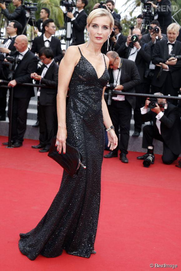 Melita Toscan du Plantier, divine et glamour en robe glitter noire toute rebrodée de sequins.