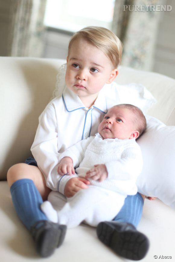 Le Prince George et la Princesse Charlotte posent pour leurs premières photos officielles signées Kate Middleton!