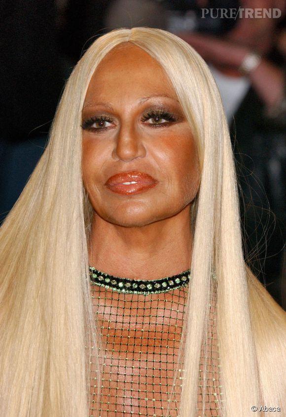 Donatella Versace a un peu abusé de poudre de soleil..