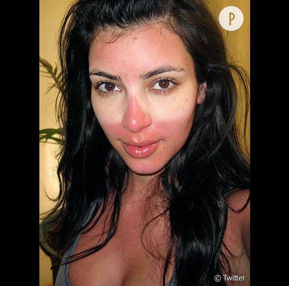 Kim Kardashian ou le joli coup de soleil effet masque.