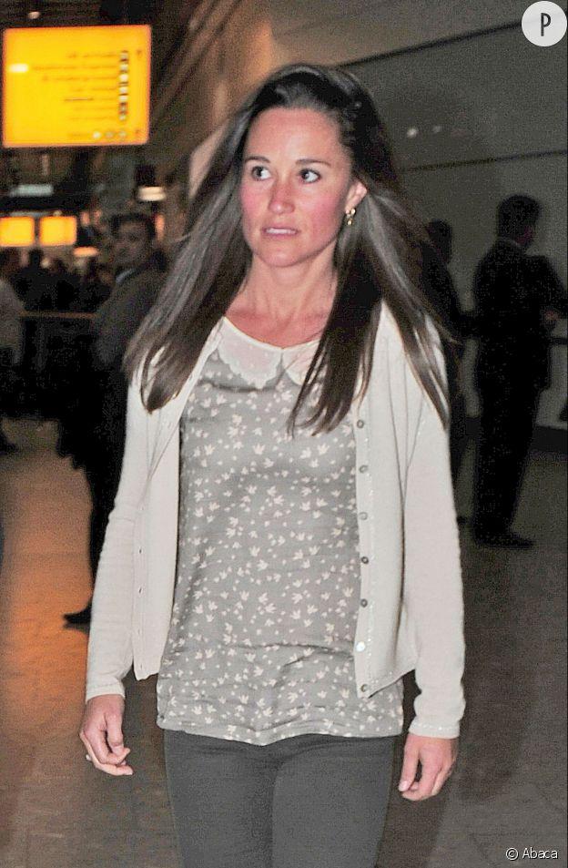 Pippa Middleton et son coup de soleil, de retour d'un voyage en Inde.